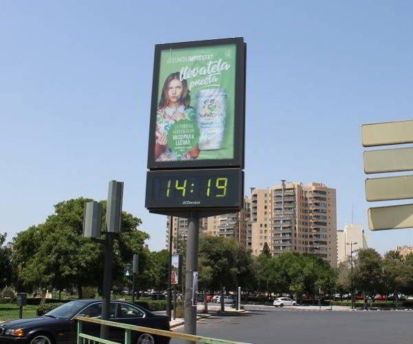 publicidad mobiliario urbano, publicidad relojes